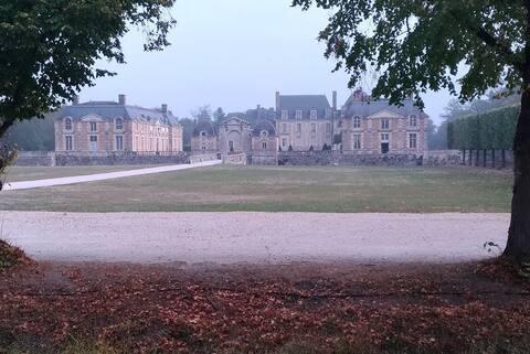 F2 au  pied du château et 15mn center parc