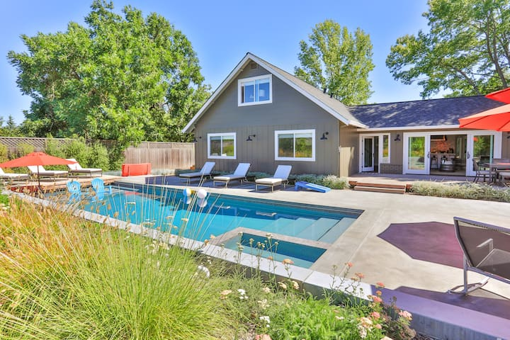 Modern Retreat - 4BR w/ Private Pool & Hot Tub