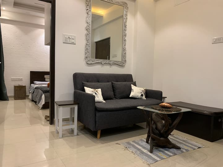 Cozy European Style Space in the Heart of Calcutta