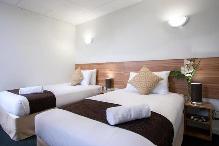 Modern Twin Room in Beautiful Auckland City Centre