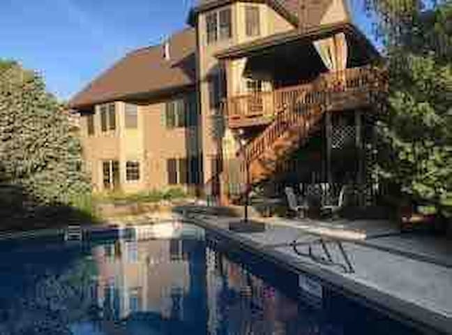 Private 1600 sq basement w/pool and hot tub access