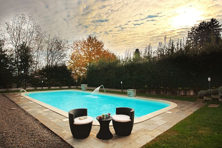 Griante 7 with pool, jacuzzi & sauna sleeps 4
