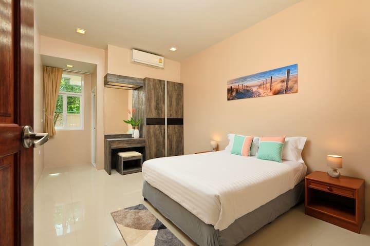 Bedroom 3. Queen Size bed