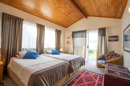 G n T's Private Room - Swakopmund - Haus