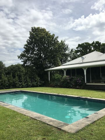 'The Farmhouse' - Byron Bay Hinterland