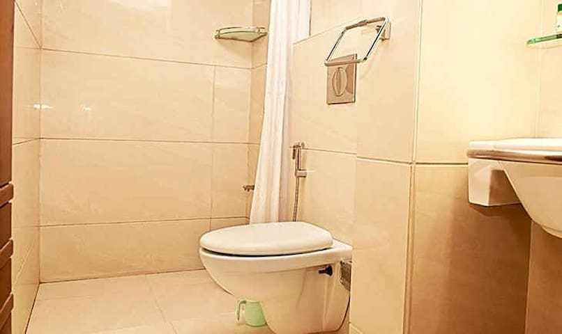 Spacious and Private room near T.I mall - Indore - Wohnung