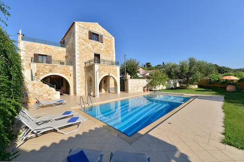 Joanna Villa with private pool, 1km from the beach