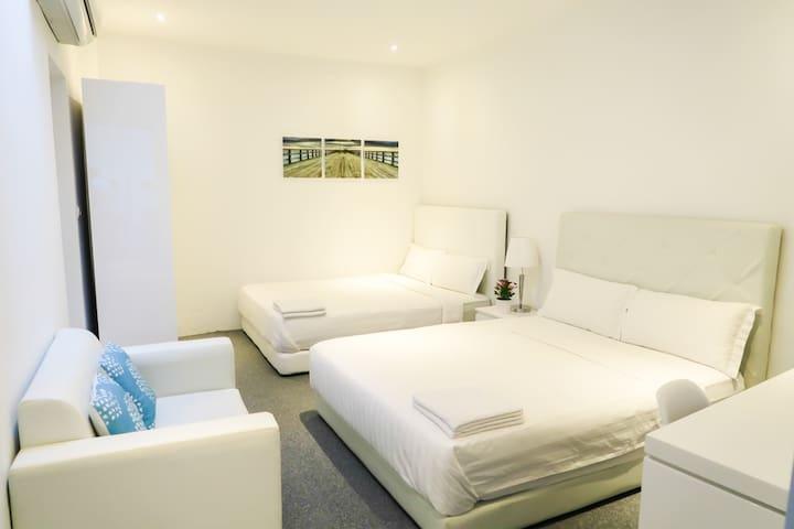 Spacious Bedroom Suite- 2 Queen Bed