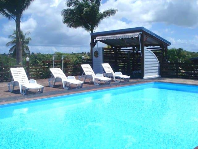 Bonita casa con acceso piscina
