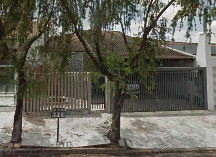 Linda casa em bairro nobre de Votuporanga.