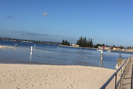 Botany Bay, nr Airport, bus to City - Sans Souci