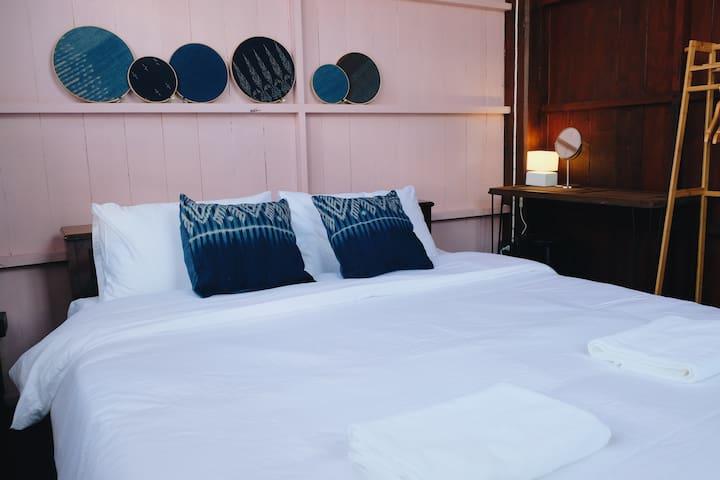 บ้านเสงี่ยม-มณี Baan Sa ngiam-Manee (Pink Room)