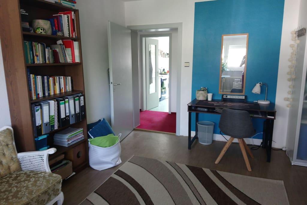 Living area / second desk