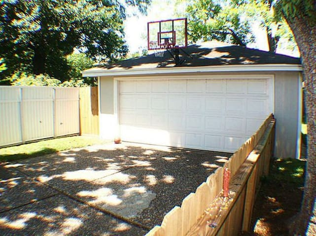 Detached garage...even more parking