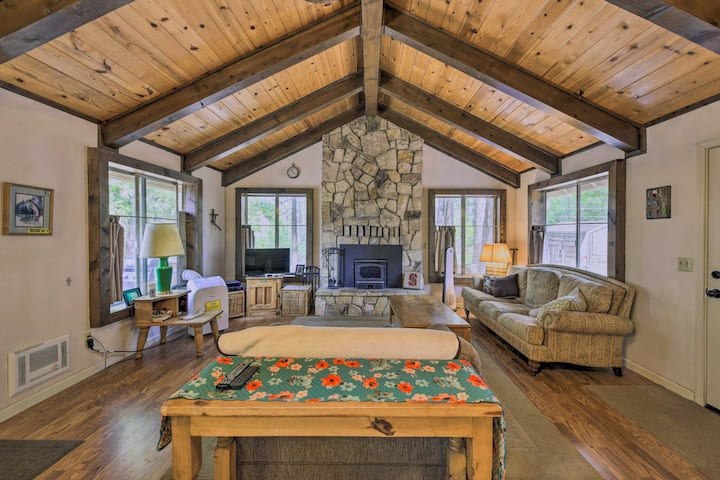Charming BLUE LAKE SPRINGS Home Near Natl' Forest!