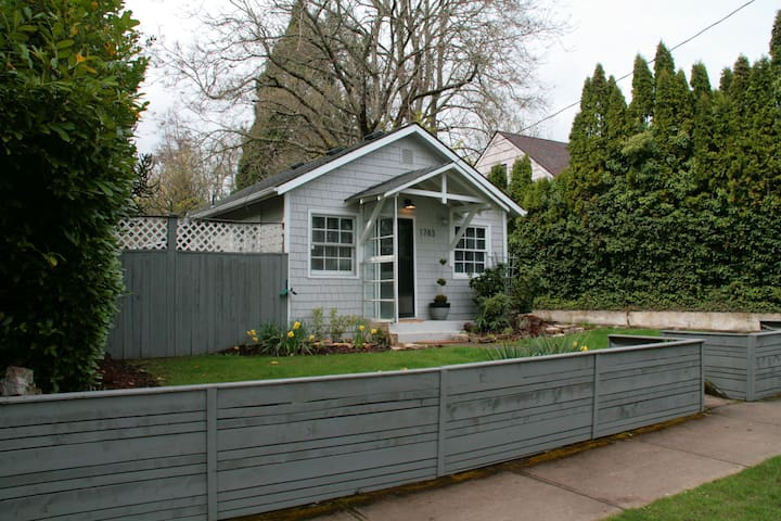 Bush Park Cottage - Near Willamette U & Downtown