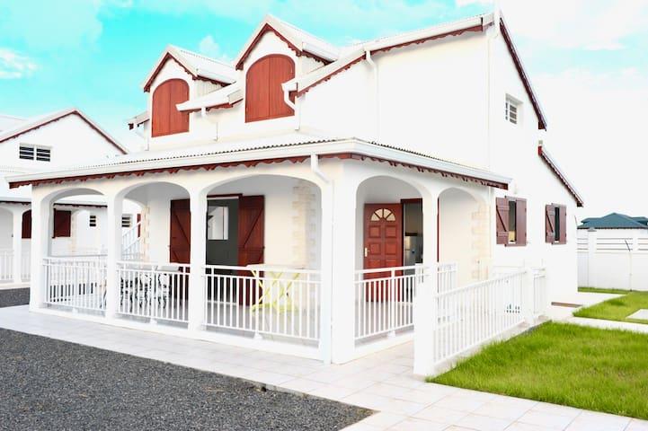 Villa Hibiscus, parking, clôturée, proche plages