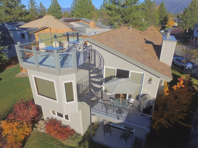 Waterfront Vista-New! Rooftop HotTub, Private Dock - South Lake Tahoe - Huis