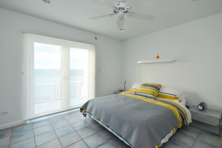 Double bedroom, 1st floor