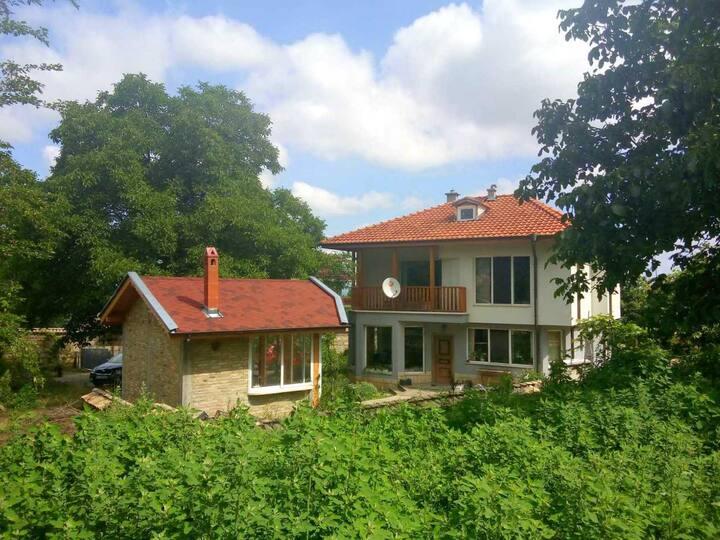 Къща за гости Бялата къща