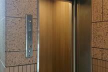 エレベーター 防犯カメラ