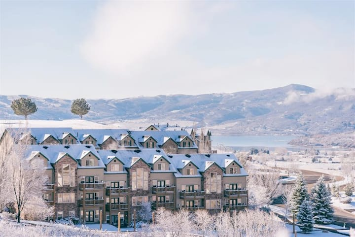 Mountain condo near 3 ski resorts!