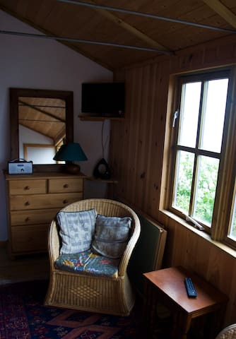 Log cabin in traditional Cornish village - Lanner - Houten huisje