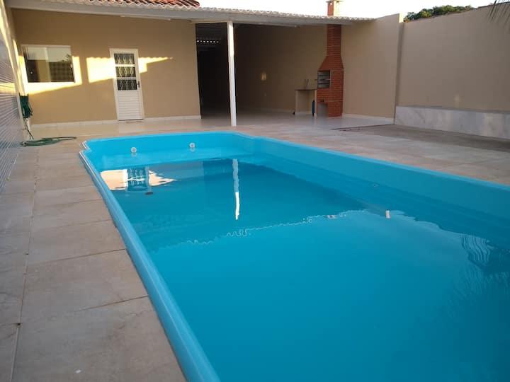 Casa Aluguel/Piscina Aquecida/extensa área ext. 4Q