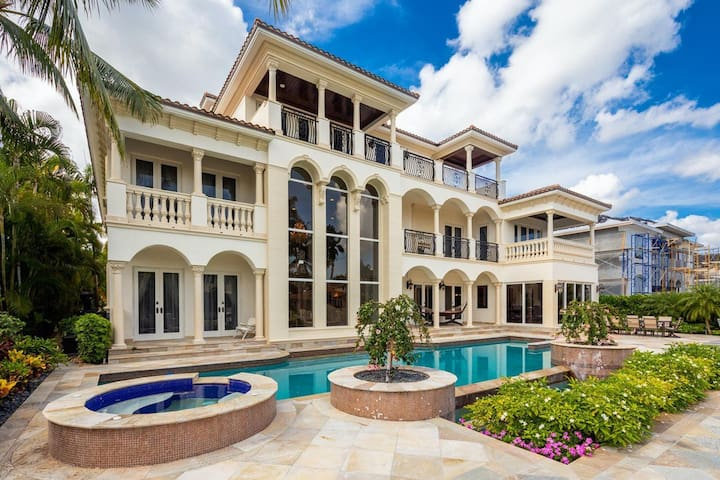 ROYAL WATERFRONT OAISIS 6BD MANSION  BY THE BEACH