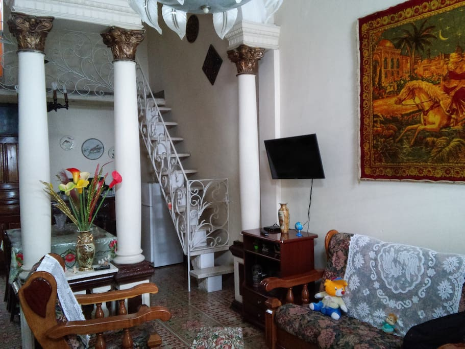 Living room and entrance of the house, and also a stairs to the roof★!!!