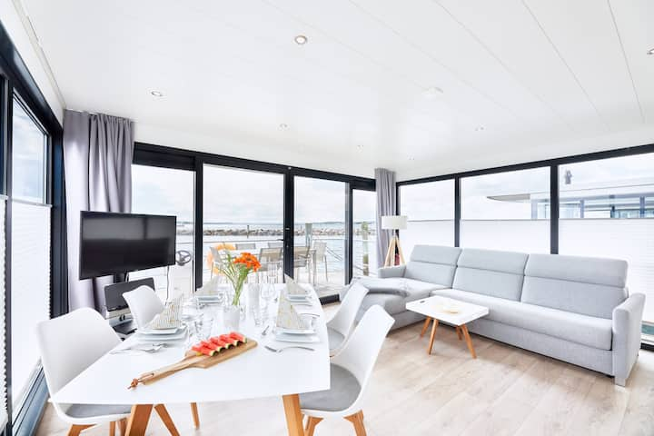 Stylish houseboat with fireplace | Sun Deck | WLAN