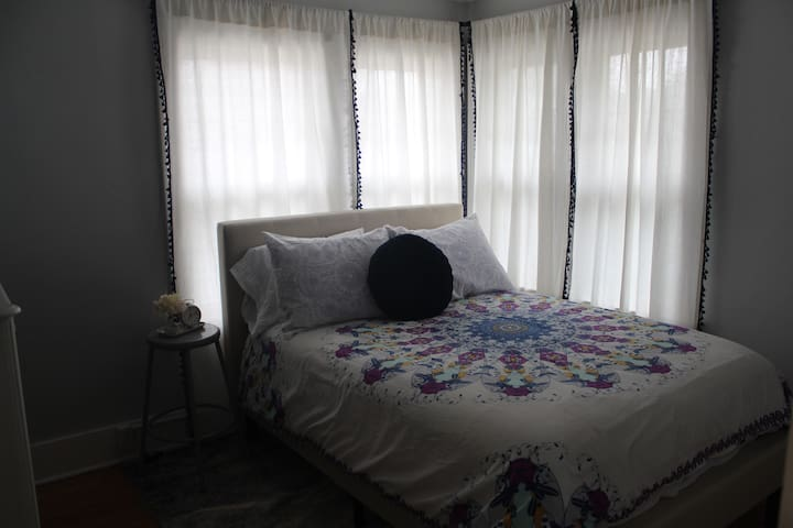 Boho-Cozy Room in Blackstone (No cleaning fee!)