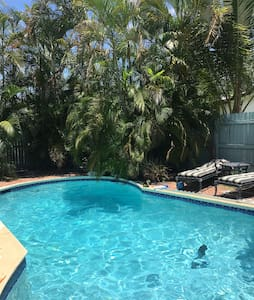 1 Room Minutes to Beach and Airport - Dania Beach