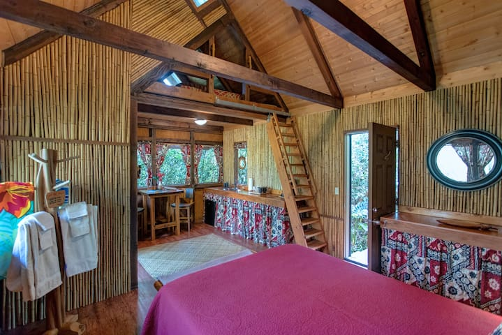Luxurious Cabins, BBQ Kitchen with Pool #2 of 2