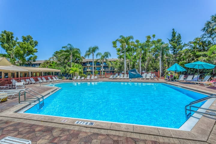 Spacious, waterfront condo w/ a shared hot tub, pool, tennis, & volleyball