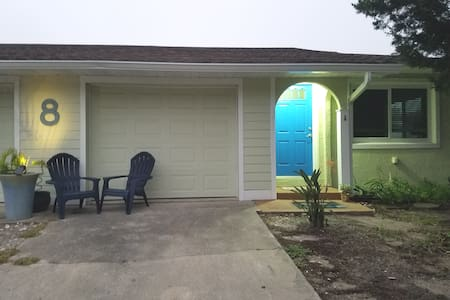 St Augustine Beach!  Friendly neighborhood duplex.