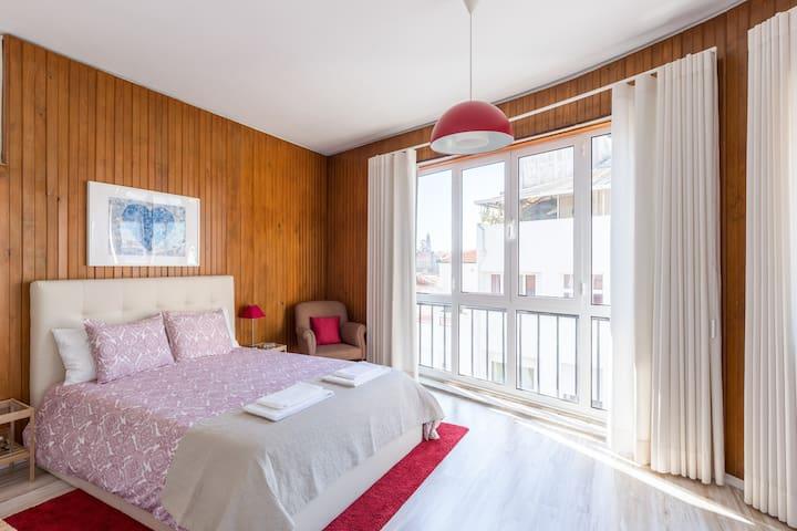 3 Oporto City Center - sleeps 6, 3 beds