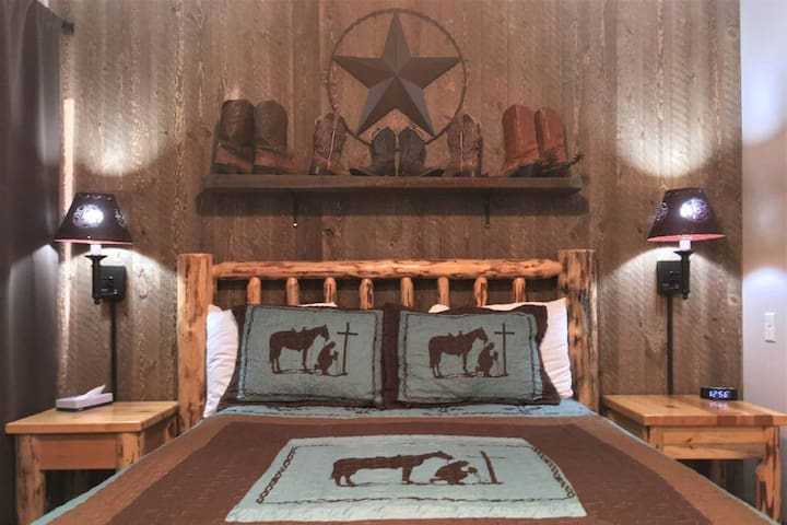Cowboy Suite - 2nd Floor