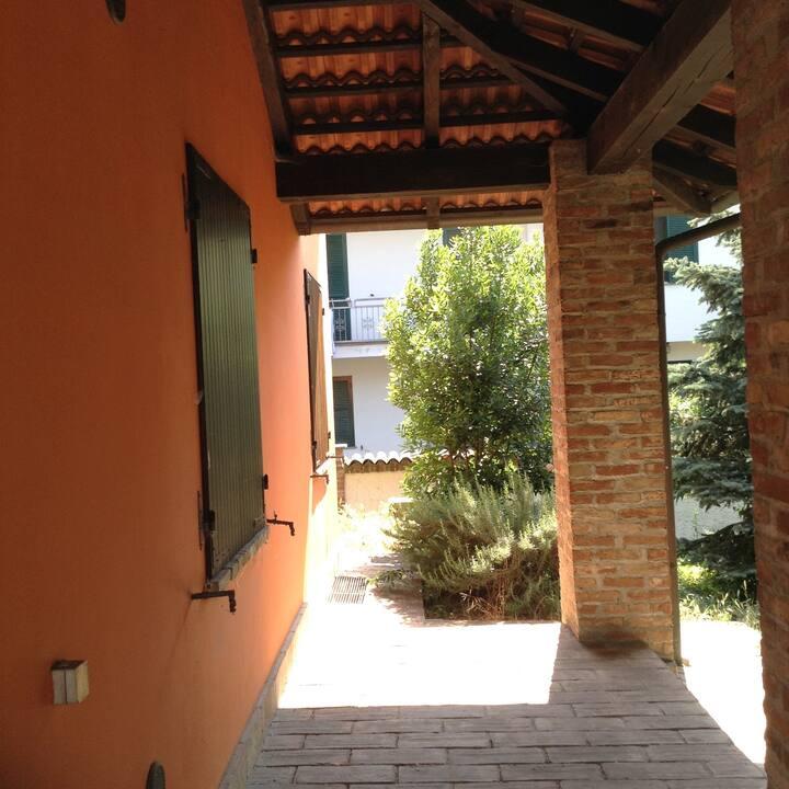 Villa moderna con giardino in posizione tranquilla