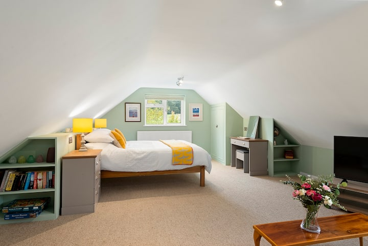Premium King Size Room with adjoining Twin Room
