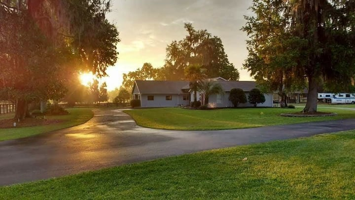 Upscale 3BR home nestled in Ocala's horse country
