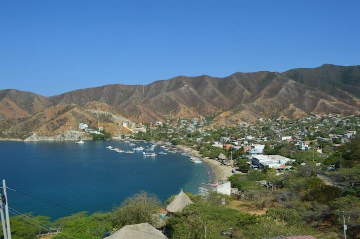 Vista de Taganga y alrededores desde el alojamiento