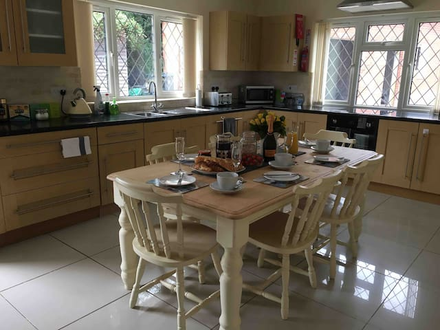 Littledown Farm Family &Dog Friendly Rural & Town