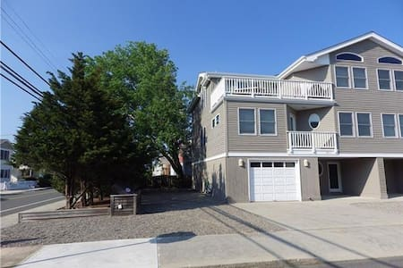 Beautiful Oceanside 4/5 Bedroom Beachhouse! - Beach Haven - Townhouse