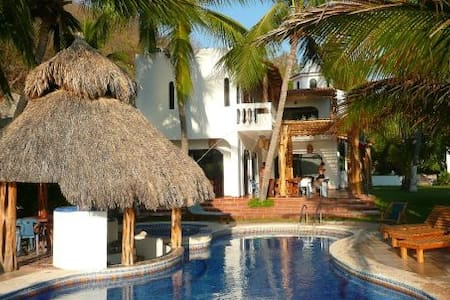 Beautiful Beachfront Villa with Private Pool - Cuastecomate
