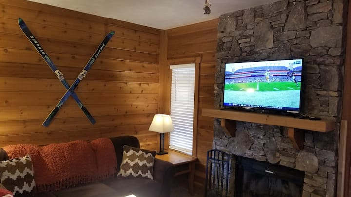 RELAXING SEVEN SPRINGS MOUNTAIN TOWNHOME! Sleeps 6