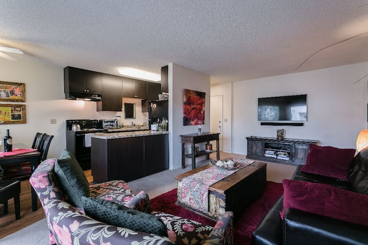 Welcome To LA! Clean, Cozy, Comfortable Apartment
