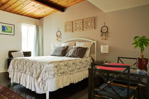 Cozy and spacious private in-law studio in Pinole!
