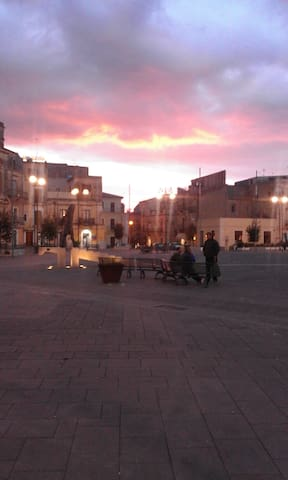 Grammichele piazza Carlo Maria Carafa (tramonto)