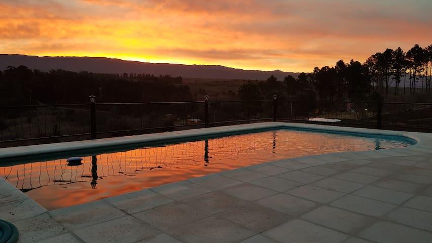 yacanto calamuchita vista 360° piscina,3 familias